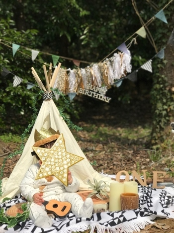 小さめのティピ―テントを飾るのもおすすめですよ。お子様が喜びそう♪