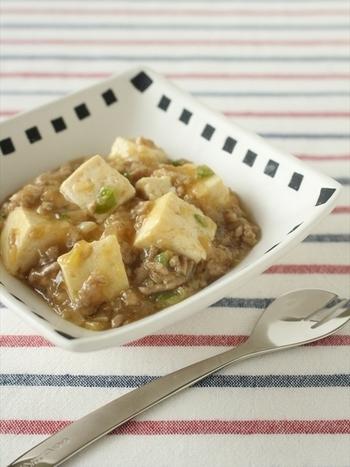 給食の中華料理の定番と言ったら、麻婆豆腐。 ご飯にかけて、麻婆丼にして食べたりしていませんでしたか? 子ども用に甘めの味付けなので、食べやすいのが◎ 麻婆茄子にしてもおいしくいただけます。