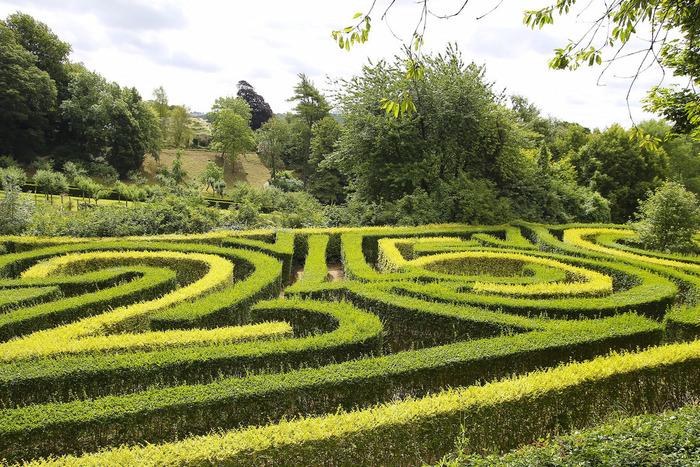ペインスウィックには、迷路のようなロココガーデンがあります。豊かな緑に囲まれた巨大な迷路で、散策を楽しんでみませんか。