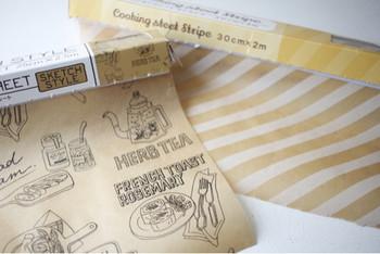 お料理での登場が多いワックスペーパーも、アレンジ次第でラッピンググッズに大変身するんですよ。