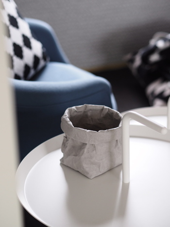 しかも汚れたらお洗濯までできてしまう、使い勝手も抜群なバッグはスッキリとシンプルなデザインも魅力的。