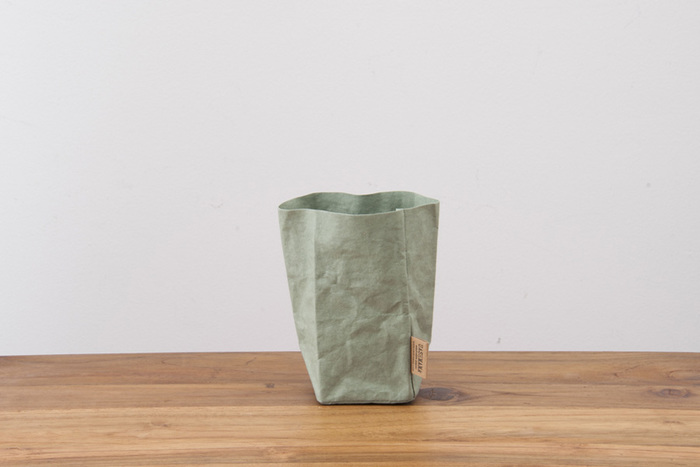 W7.5cm x D7.5cm x H15cmの使い勝手の良い、小物の収納に適しているSSサイズのペーパーバッグ。