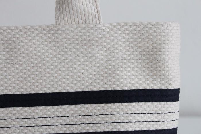 「三河木綿」は「日本後記」にも記される、日本最古の木綿生地の発祥地から取られた名前です。 この三河木綿を語るときにはずせないのが「刺子織」。