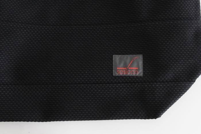 このタネイが今までに培ってきた技術を使ってカバンのブランドを立ち上げたのが、刺し子織りバッグの「SASICCO」です。