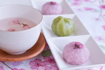 春の香りふわり。『桜の塩漬け』の作り方&アレンジレシピ