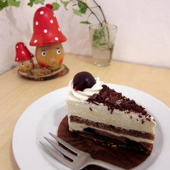 このお店は珍しいドイツ菓子のカフェなので、本場のドイツ菓子が堪能できます。 どのケーキもクッキーも美味しくて、何度でも食べたくなってしまいます。