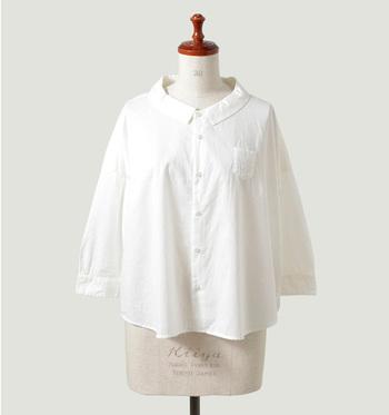 夏から秋の風景にかわるこの時期、トラッドな雰囲気も気になります。シンプルに着る、着崩す、羽織る・・と着回し力抜群のシャツ。その上、流行アイテムと合わせてもそのシンプルさと清潔感でどんなコーディネートにも馴染んでくれます。