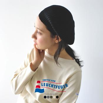 グッと秋っぽさを感じさせる、ニット素材のベレー帽です。