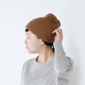 シンプルなデザインの、マチュアーハのニット帽です。被ったときのシルエットが計算されています。