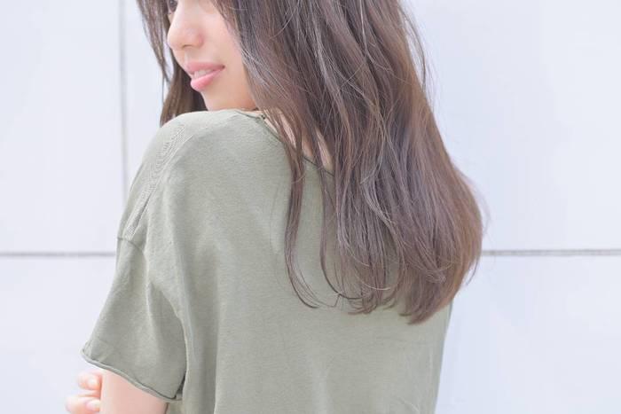 「外国人みたいな柔らかな髪になりたい…」そんなふうに思ったことはありませんか?そんな願いを叶えてくれるのが、第3のカラー剤として注目を集めている『イルミナカラー』なんです。
