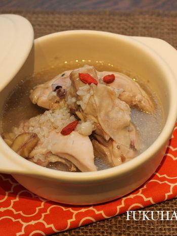 丸鶏が入手しにくい場合や、もっと手軽に作りたいときは、骨付きもも肉や手羽元などでもOK!骨付き肉ならではのうまみが存分に味わえます♪
