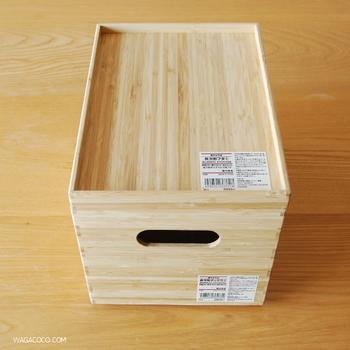 無印良品の「重なる竹材長方形ボックス」は、取っ手の穴からケーブルを出せるので、コンセントボックスのように使えます。