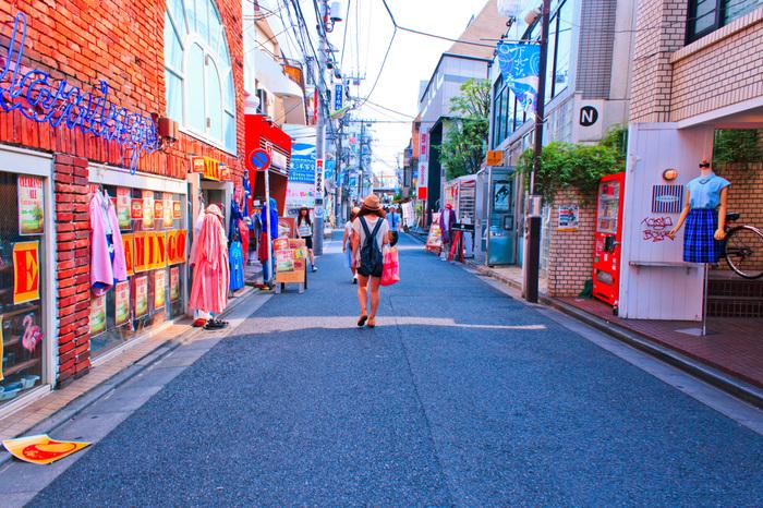 住む人、訪れる人、様々な人に愛される下北沢に立ち並ぶランチの名店。そこには、下北沢へ「おかえり」「いらっしゃい」と出迎えてくれるようなあたたかさがあります。文化人が愛すこの街において、やはり食文化も大切な文化のひとつ。訪れた時にはその世界観と一緒に美味しいランチを楽しんでくださいね♪