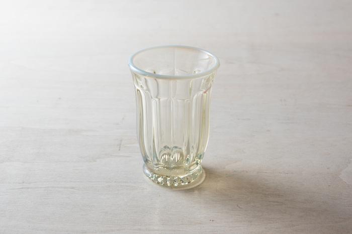 1899年創業の「廣田硝子」。雪の花シリーズのオパール色の優しい輝きは、レトロで落ち着いた雰囲気を感じさせてくれます。アイスコーヒーを入れたり、ジュースや水を注いだり。癒しの時間がゆっくりと過ぎていきます…♪