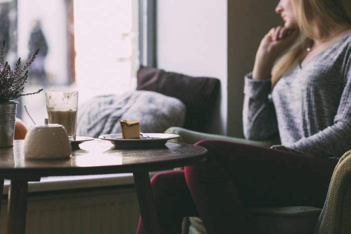 「自分探しの旅」といっても、時間と体力が余っている時とは違うのが「大人の」旅です。やみくもに動かず、ある程度の方向性を見つけましょう。  興味のあること、好きなこと、嫌いなこと、これだけは譲れないという思い、など、いくら自分の理想があるとはいえ現実の自分とかけ離れていては仕方ありません。まずは自分を客観視し受け止めましょう。
