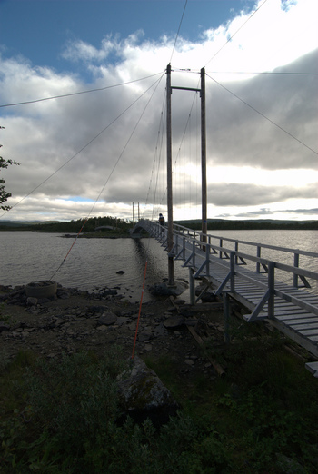 つり橋も素朴な感じがいいですね。
