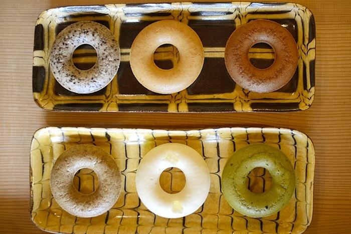 スチームベーグルは、ほうじ茶とくるみ、黒糖きなこ、有機チョコ、米粉と豆乳、杏仁豆腐、抹茶の6種類。
