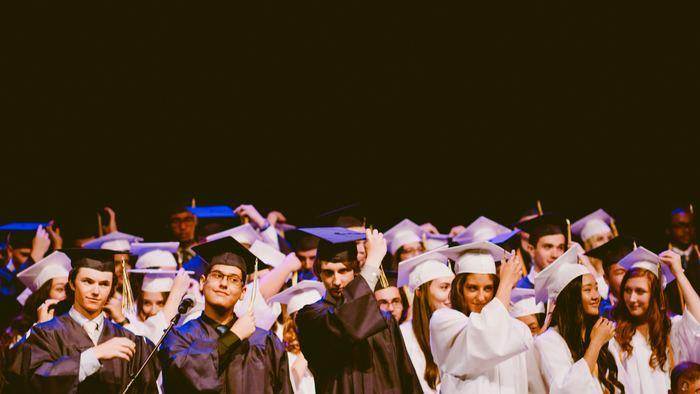 学生の頃に留学経験がある方で、「もう一度留学したい!」と活用する人もいます。経済的にも精神的にも学生の頃よりも余裕があるはずなので、また違った楽しみを味わえるはずです。あの時、「やりたかったのに出来なかった」ということにも再チャレンジするチャンスです♪