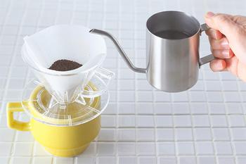 こちらは1杯分のコーヒーを淹れるためのコンパクトなドリップポットです。内側には150mlの目盛りもついています。キッチンのグリーンにお水をあげるのにも役立ちそうですね。