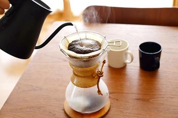 ひっくり返すと富士山のかたちになるというユニークなマウントフジドリッパーは、ワイヤーでできたスタイリッシュなドリッパーです。ワイヤーで作られているので、雑味の原因になる湯だまりがないんですよ。