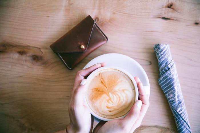 お財布と別に小銭入れを持ち歩いている人が多いのがフランス。普段はもっぱらカードで買い物が多数派です。
