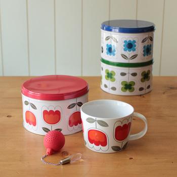 キュートなデザインのTEAは、パッケージになっている缶の中に、マグカップとシリコン製のティーボールが入った充実のセット商品。明るい花柄で楽しいティータイムを過ごせそうですね。