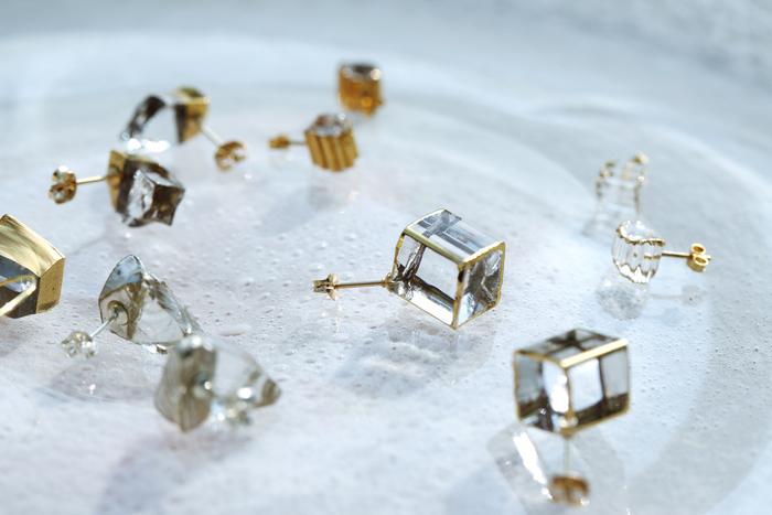 この繊細な佇まいからは想像できない、厳しい熱さといくつもの工程を経て、sorte glass jewelryは作られていました
