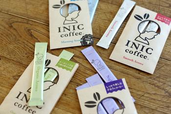 お湯でも水でも5秒でさっと溶ける手軽さが魅力の「INIC coffee ドリップド・コーヒーパウダー」。従来のインスタントコーヒーとは全く異なる製法で作られているため、本格的なコーヒーの味わいを手軽に楽しむことができます。