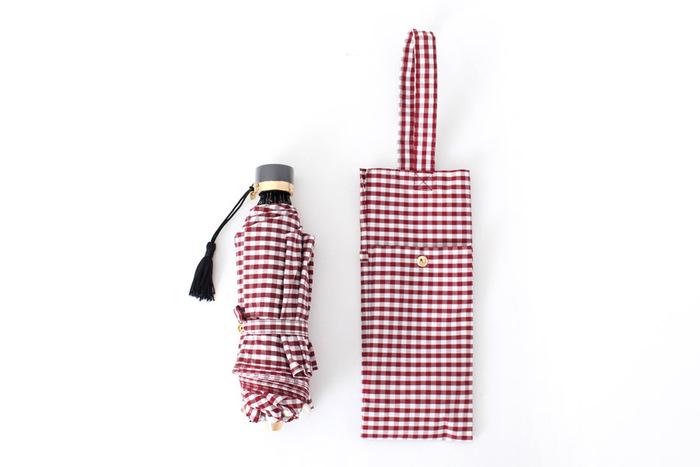 こちらはシックな色味で落ち着いた印象のギンガムチェックの折り畳み傘。