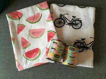 ペーパーナプキンは日本にもありますが、せっかくデンマークに行くなら、デンマークらしい自転車のナプキンやファブリックも喜ばれそうです。