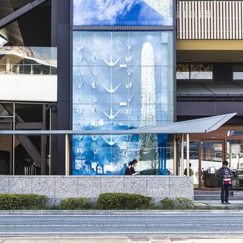2016年にオープンしたばかりの「おりづるタワー」は広島の新名所♪カフェやお土産コーナーもあり、お散歩の休憩にオススメです。