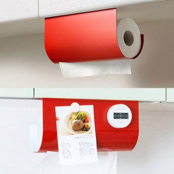 手が離せないことも多い調理中でも、片手で簡単にキッチンペーパーが1枚ずつ切れるのは嬉しいですよね。鋼板だからマグネットでレシピやメモも貼り付けられ、キッチンタイマーもすぐ見える場所に貼れちゃいます。
