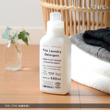 「これこそは」と呼べるものを作りたいというコンセプトの元、ファッション・家具・雑貨などあらゆるジャンルのアイテムを生み出している【THE】(ザ)。最新のナノテクノロジーによって界面活性剤の使用量を極限まで減らした「洗濯洗剤」は、わずかティースプーン1杯で1回の洗濯が済んでしまうという、コストパフォーマンスに優れた一品です。