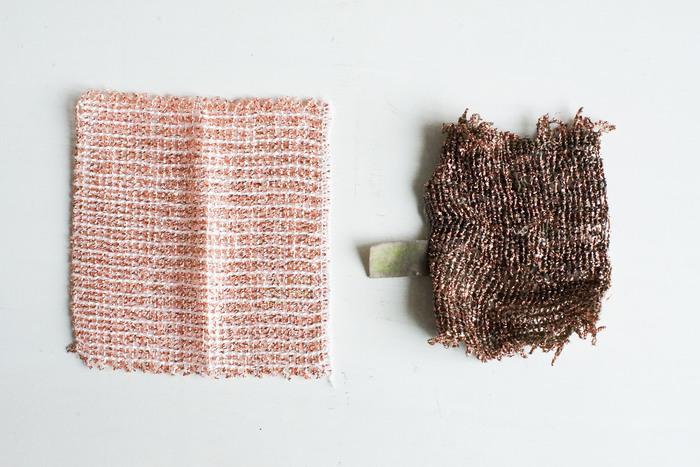 丈夫な素材なので、こんなに変化するまで使えます。最初はお鍋や焼き網などに、次はレンジ周り、最後はシンク用にと、段階を経ながら使うと無駄がありませんね☆