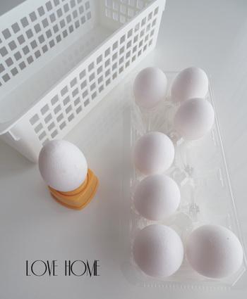こちらはゆで卵の皮むきが驚くほどラクになる卵の穴あき器。一度使うとツルンとラクにむけちゃう快感を覚えてしまうかも。100円だから買いやすいのも嬉しいですね。