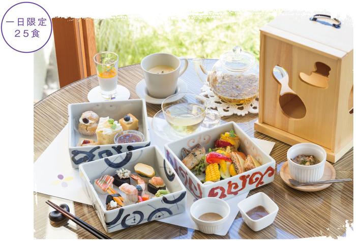 1日限定25食の、アフタヌーンティーならぬ「和フタヌーンティーセット」。器もかわいく、見た目もお腹も大満足。鎌倉でのんびり贅沢な時間を過ごしたい方におすすめです。