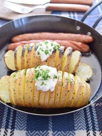 魚焼きグリルで焼くこともできます。油をかけて焼きますので、油ハネに気をつけましょう。水切りヨーグルトをのせていただくのもいいですね。