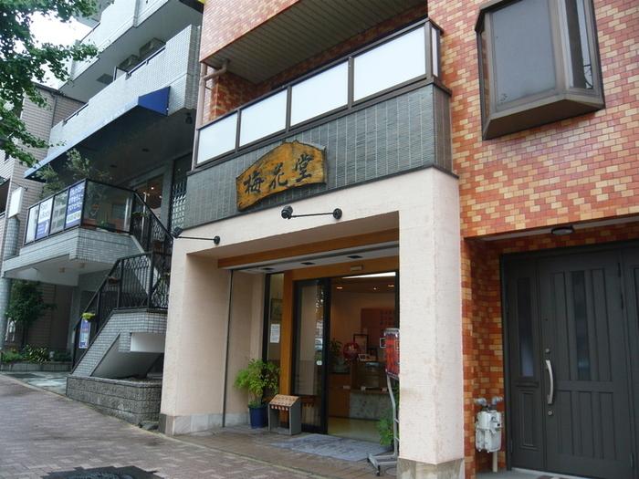 名古屋観光に行くならココは外せないお店です。 持ち帰ったらレンジでちょっぴりチンするのもオススメ。 チンしないのもまた違った食感で美味しいですよ。 ムッチムチの生地とゴロゴロ甘いさつまいもの優しい和スイーツ。 最寄りの覚王山駅は名古屋駅から一本なので旅行の際は是非!