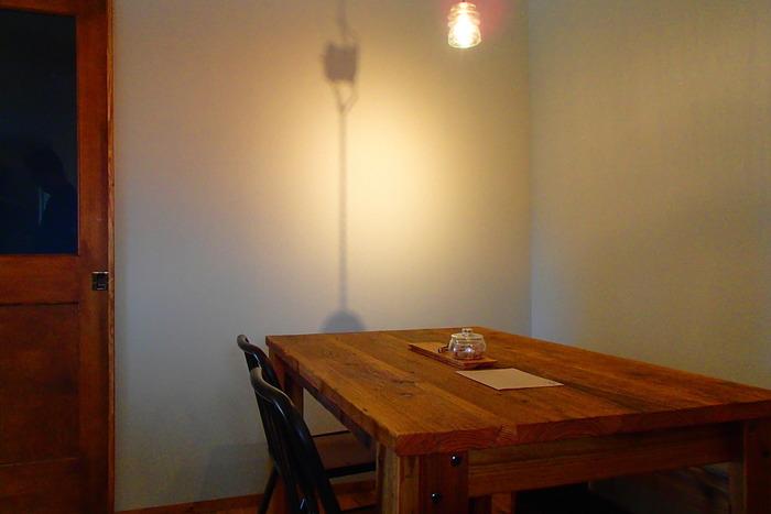 店内の灯のとり方がとても素敵です。 より一層雰囲気の良さが増す夕暮れ時に静かに過ごしてみるのもおすすめですよ。