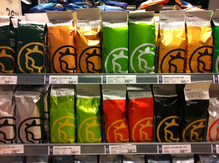 こちらはお茶。  お茶の種類によってパッケージカラーが違うんです。  お茶や紅茶が好きなお友達にぜひどうぞ。
