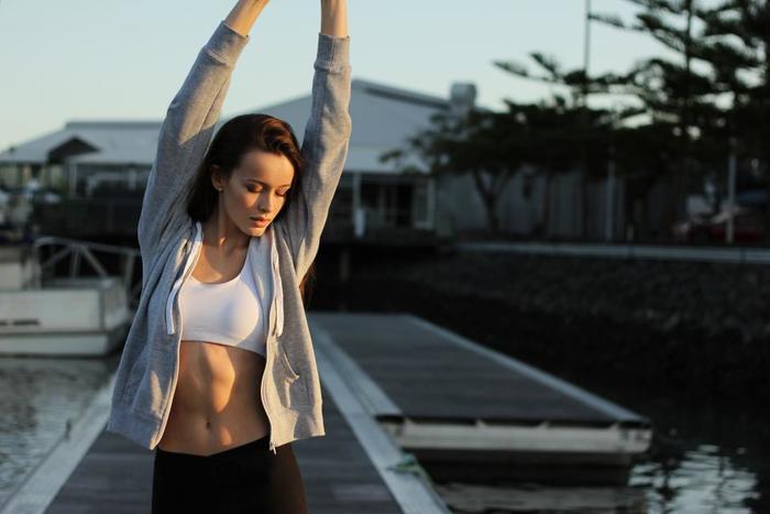 布団から出たら、軽い運動を習慣化してみましょう。もちろんストレッチやウォーキングなど、気軽にできるものでOK。