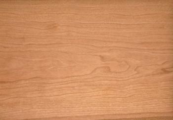 ブラックチェリーは古くからヨーロッパへも輸出されている、高級家具の素材としても知られています。とてもきめ細かく、滑らかな肌触りが特徴です。落ち着いた色味も人気の秘密です。
