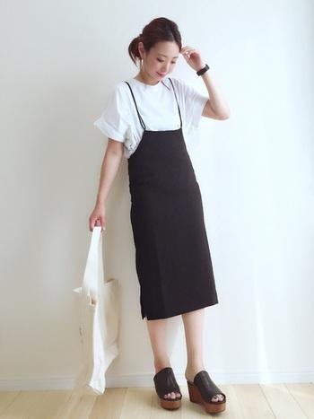 シンプルなシャツもおしゃれに見せてくれる、スカートタイプのハイウエストサロペット。楽チンに女性らしいコーデが叶います。