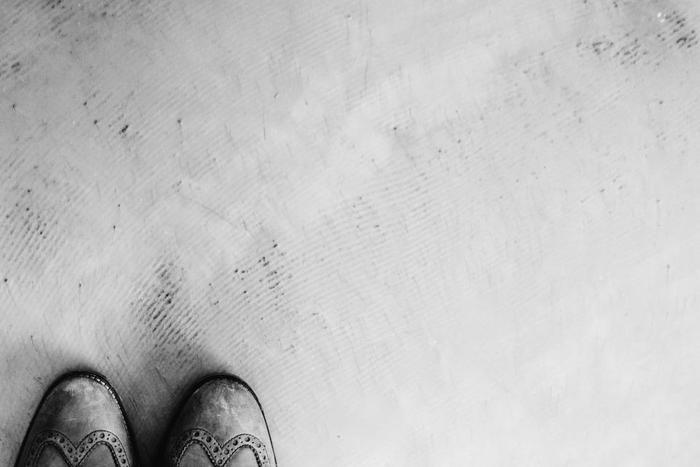 この時期、靴箱の中の革靴がカビていた、なんで経験はありませんか?空気の循環しない靴箱や押し入れ、クローゼットは湿気に弱く、特に注意したい箇所です。
