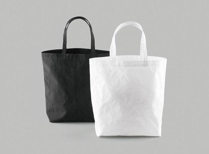 必要最低限の機能だけを残し、一切の無駄を省いたバッグは、大人に似合う美しい佇まいです。