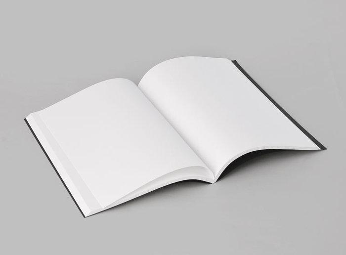 B5サイズとA5サイズの二通りで、カラーはチャコールグレイトホワイトの二色。シンプルだけどカッコイイ、毎日気持ちよく使えるノートに出会ってみませんか?