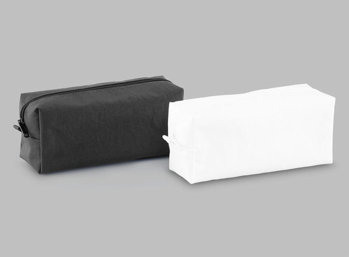 かっちりとした箱型ペンケース。色んなペンケースがありますが、ここまで安定感のある箱型も珍しいのでは? 机の上で安定感があり、とても使いやすいデザインです。