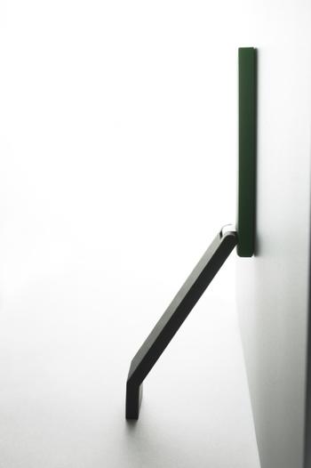 荷物をたくさん持っている時も、廊下やお部屋掃除の時にも、片足で簡単にドアを固定できるからストレスフリーです。