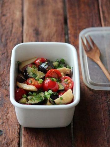 こちらは「ミニトマトと茄子の中華マリネサラダ」。さっぱりとしていて暑い日にオススメ!冷蔵庫で一晩、しっかり味を馴染ませてからいただきましょう♪