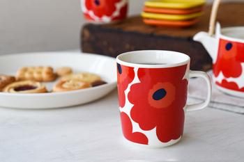 マイヤ・イソラの描く「Unikko(ウニッコ)柄」が有名な、フィンランドを代表するテキスタイルブランドmarimekko(マリメッコ)。鮮やかなカラーコーディネートと、斬新なデザインは世界中のひとに愛されています。